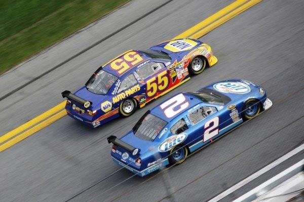 Kurt Busch (USA) Miller Lite Dodge and Michael Waltrip (USA) NAPA Toyota. NASCAR Sprint Cup Series, Rd 1, Daytona 500, Daytona International Speedway, Daytona, Florida, USA, Sunday 15 February 2009.