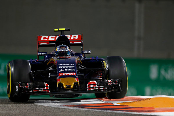 Yas Marina Circuit, Abu Dhabi, United Arab Emirates. Sunday 29 November 2015. Carlos Sainz Jr, Toro Rosso STR10 Renault. World Copyright: Sam Bloxham/LAT Photographic ref: Digital Image _SBL8909