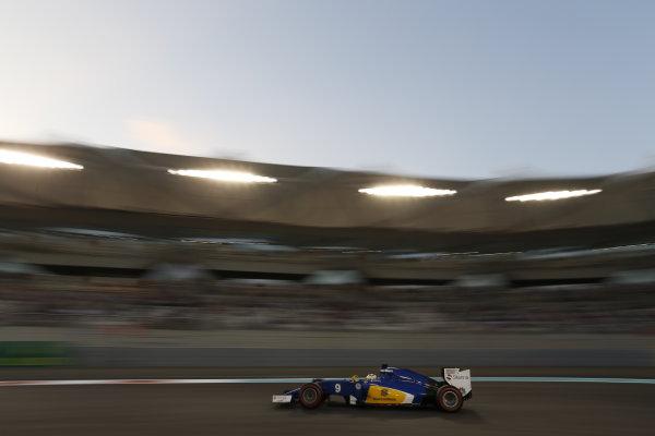 Yas Marina Circuit, Abu Dhabi, United Arab Emirates. Saturday 28 November 2015. Marcus Ericsson, Sauber C34 Ferrari. World Copyright: Alastair Staley/LAT Photographic. ref: Digital Image _R6T3049
