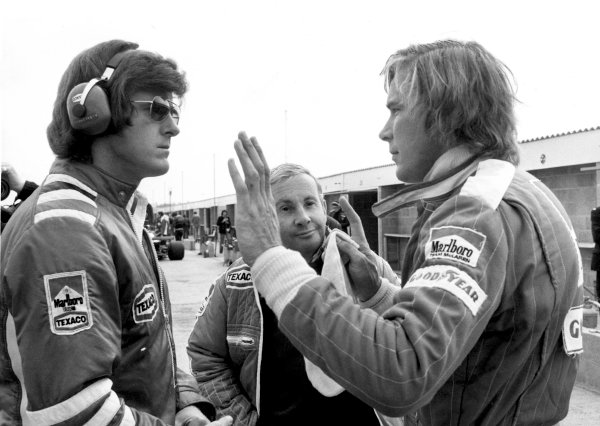 1976 Formula 1 World Championship. Alastair Caldwell, Teddy Mayer and James Hunt.World Copyright: LAT Photographicref: b&w print