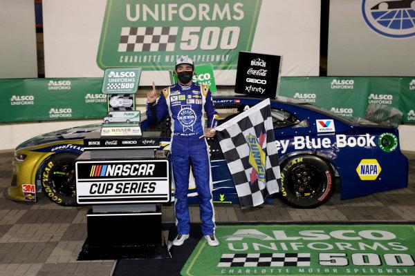 Race winner Chase Elliott, Hendrick Motorsports Chevrolet Kelley Blue Book, celebrates  in Victory Lane Copyright: Chris Graythen/Getty Images