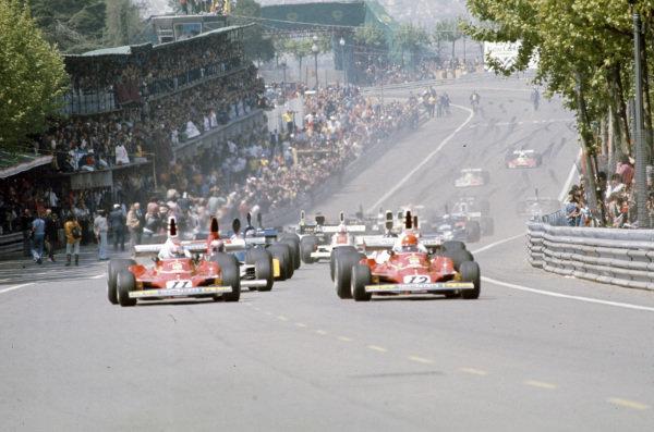 Pole sitter Niki Lauda, Ferrari 312T leads the field for the formation lap alongside team mate Clay Regazzoni, Ferrari 312T.