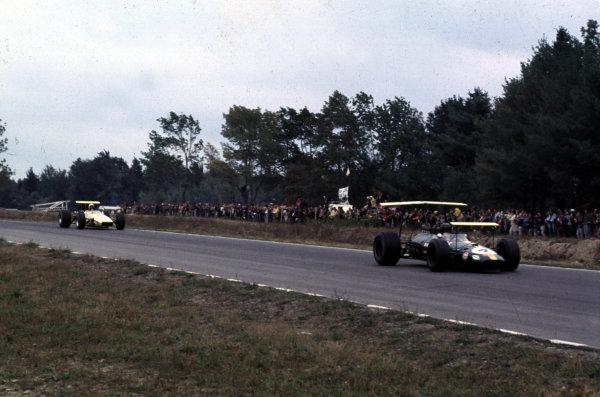 1968 United States Grand Prix.Watkins Glen, New York, USA.4-6 October 1968.Jochen Rindt (Brabham BT26 Repco) leads Jo Bonnier (McLaren M5A BRM).Ref-68 USA 39.World Copyright - LAT Photographic