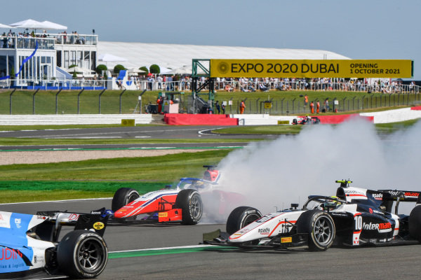 Robert Shwartzman (RUS, Prema Racing), spins as Theo Pourchaire (FRA, ART Grand Prix), passes