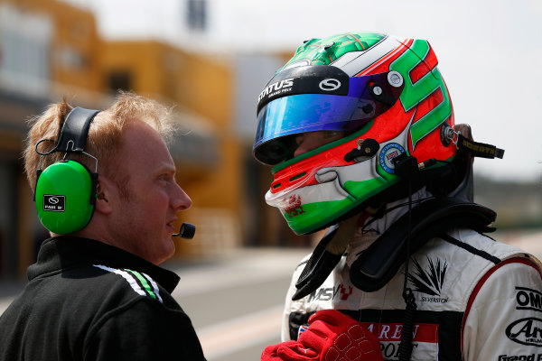 2015 GP3 Series Test 2 - Circuit Ricardo Tormo, Valencia, Spain. Friday 10 April 2015. Seb Morris (GBR, Status Grand Prix), talks with a Status Grand Prix Engineer Photo: Sam Bloxham/GP3 Series Media Service. ref: Digital Image _SBL5191