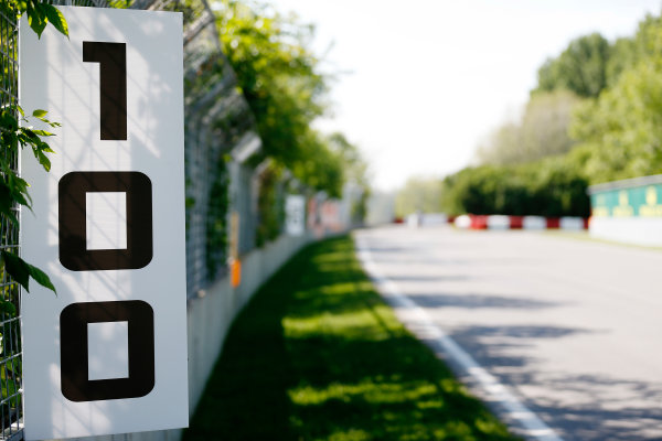 Circuit Gilles Villeneuve, Montreal, Canada. Thursday 4 June 2015. 100m marker. World Copyright: Alastair Staley/LAT Photographic. ref: Digital Image _R6T8452