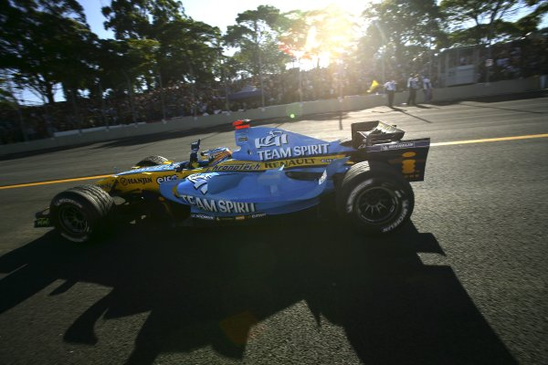 2006 Brazilian Grand Prix - Sunday Race Interlagos, Sao Paulo, Brazil. 19th - 22nd October 2006. Fernando Alonso, Renault R26; action. World Copyright: Glenn Dunbar/LAT Photographic ref: Digital Image YY8P7654