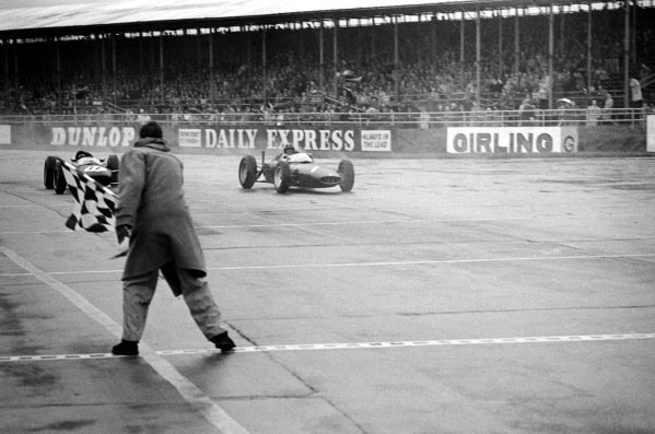 Race winner Graham Hill (GBR) BRM P578 (Right) beats second placed Jim Clark (GBR) Lotus 24 (Left) to the chequered flag at the end of the race. The two were given exactly the same time. Non Championship Formula One, BRDC International Trophy, Silverstone, England, 12 May 1962.