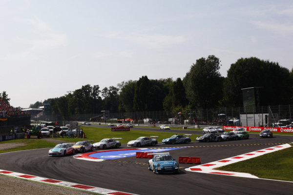 Jeroen Bleekemolen (NED) Al Faisal Lechner Racing jumps the chicane and leads at the start of the race.