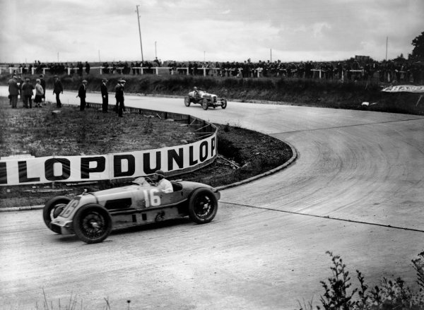 1927 French Grand Prix. Montlhery, Paris, France. 3rd July 1927. Louis Wagner (Talbot 700), retired, leads George Eyston, action.  World Copyright: LAT Photographic. Ref:  Autocar Glass Plate A8140.