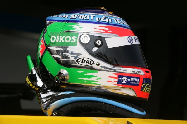 2006 San Marino Grand Prix - Thursday Preview Imola, Italy. 20th - 23rd April 2006 Giancarlo Fisichella, Renault R26, new helmet design. World Copyright: Charles Coates/LAT Photographic.  ref: Digital Image ZK5Y7613