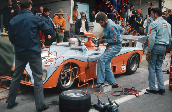 Spa-Francorchamps, Belgium. 6th May 1973. Rd 5.Derek Bell/Mike Hailwood (Mirage M6 Ford), 1st position, pit stop action. World Copyright: LAT Photographic.Ref:  73SCARS