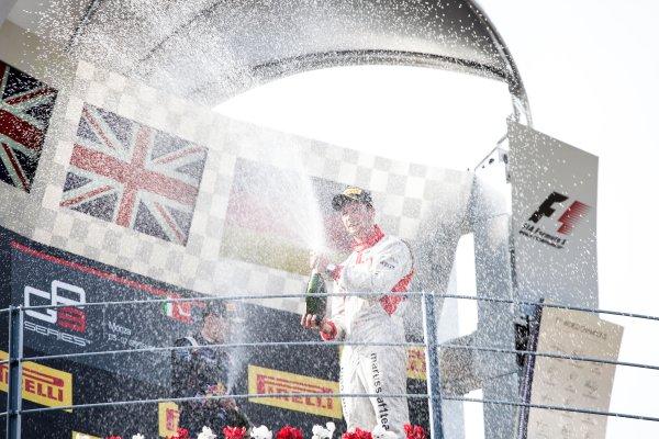 2014 GP3 Series. Round 7.   Autodromo di Monza, Monza, Italy. Sunday 7 September 2014. Alex Lynn (GBR, Carlin) and Dean Stoneman (GBR, Marussia Manor Racing). Photo: Zak Mauger/GP3 Series Media Service. ref: Digital Image IMG_9502