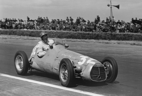 1952 British Grand Prix.Silverstone, Great Britain. 19 July 1952.Emmanuel de Graffenried (Maserati 4CLT/48-Plate). Ref-C32998.World Copyright - LAT Photographic