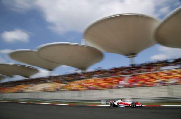2007 Chinese Grand Prix - Saturday Qualifying Shanghai International Circuit, Shanghai, China 6th October 2007. Ralf Schumacher, Toyota TF107. Action.  World Copyright: Steve Etherington/LAT Photographic ref: Digital Image WI2T7077