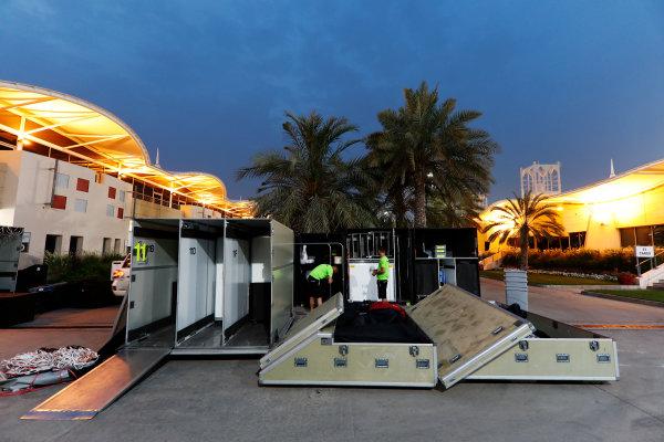 Bahrain International Circuit, Sakhir, Bahrain.  Wednesday 19 April 2017. Teams pack equipment at the conclusion of Bahrain's two-day test. World Copyright: Glenn Dunbar/LAT Images ref: Digital Image _X4I4967
