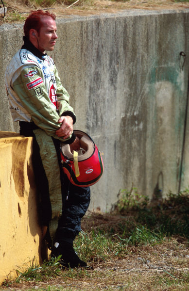 Suzuka, Japan.6-8 October 2000.Jacques Villeneuve (B.A R. Honda) watches the rest of the race from the side of the track.World copyright - LAT Photographic