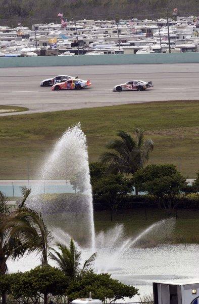 2002 NASCAR Miami, USA November 14-17,2002,Homestead-Miami Motorsports Complex-cars race thru turn two,-Robt LeSieur2002LAT Photographic