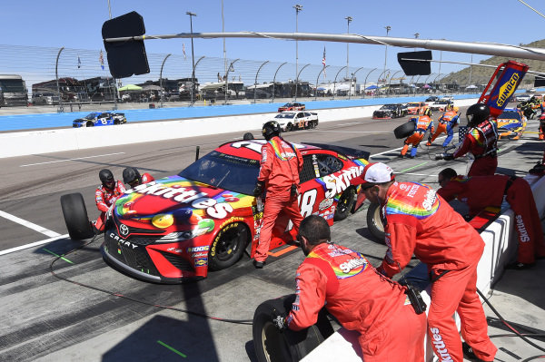 #18: Kyle Busch, Joe Gibbs Racing, Toyota Camry SKITTLES, makes a pit stop