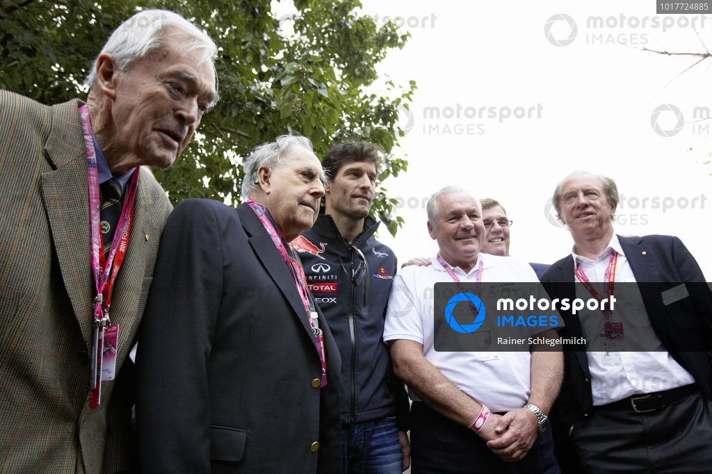 Tony Gaze, Jack Brabham, Mark Webber, Alan Jones and Vern Schuppan pose for photos.