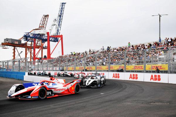 Alex Lynn (GBR), Mahindra Racing, M7Electro, leads Norman Nato (FRA), Venturi Racing, Silver Arrow 02