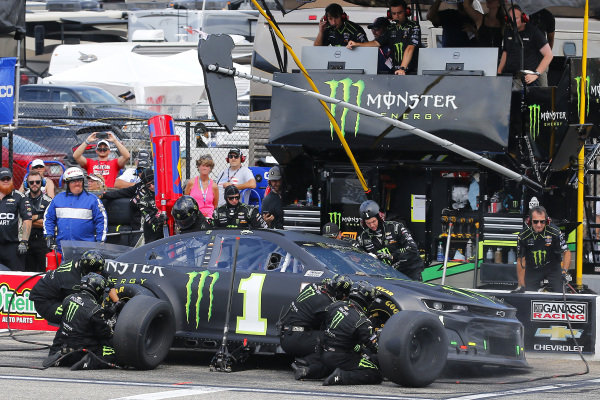 #1: Kurt Busch, Chip Ganassi Racing, Chevrolet Camaro Monster Energy pit stop