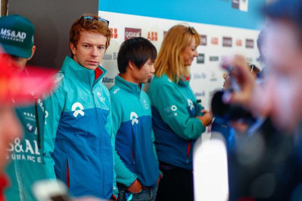 Oliver Turvey (GBR), NIO Formula E Team, NextEV NIO Sport 003, and Ma Qing Hua (CHI), NIO Formula E Team reserve driver, talk to the press.
