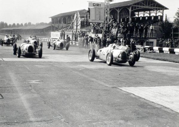 1936 Italian Grand Prix Monza, Italy. 13 September 1936 Hans Stuck, #2 Auto Union C, leads Bernd Rosemeyer, #4 Auto Union C, Tazio Nuvolari, #18 Alfa Romeo 12C, Achille Varzi, #6 Auto Union C, Ernst von Delius, #8 Auto Union C, and Giuseppe Farina, #22 Alfa Romeo 12C at the start, action World Copyright: Robert Fellowes/LAT PhotographicRef: 36ITA05