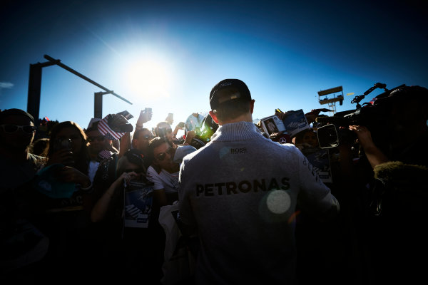 Circuit of the Americas, Austin Texas, USA. Saturday 22 October 2016. Nico Rosberg, Mercedes AMG, signs autographs for fans. World Copyright: Steve Etherington/LAT Photographic ref: Digital Image SNE19701
