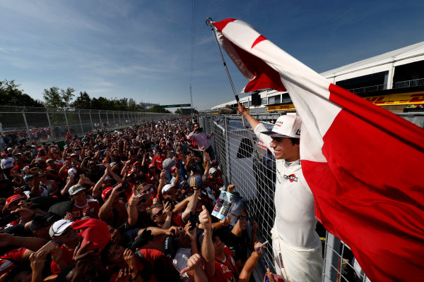 Circuit Gilles Villeneuve, Montreal, Canada. Sunday 11 June 2017. Lance Stroll, Williams Martini Racing, celebrates with fans after scoring his first points in F1, at his home race. World Copyright: Glenn Dunbar/LAT Images ref: Digital Image _X4I9092