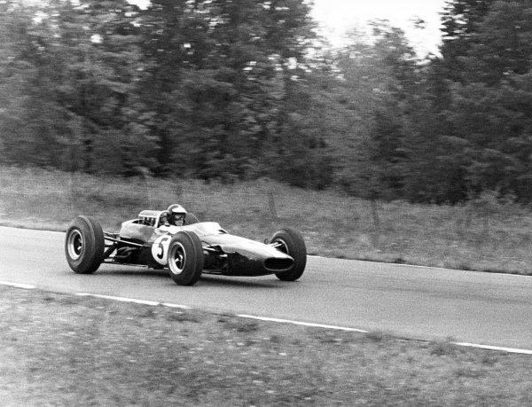 1965 United States Grand Prix.Watkins Glen, United States. 3 October 1965.Jim Clark, Lotus 33-Climax, retired, action.World Copyright: LAT PhotographicRef: b&w print
