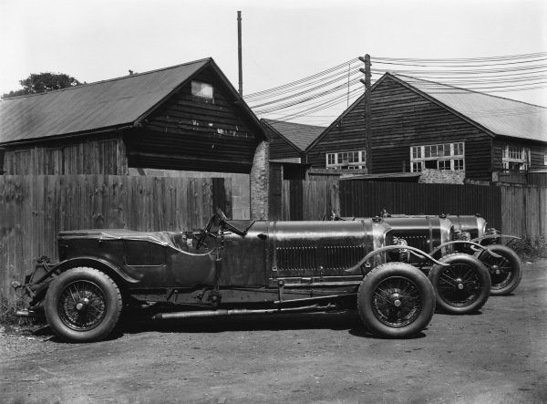 These are all Bentley works team cars; l to r:Old No 1 Speed Six and two 4 5 litre cars - the one on the right was the first, effectively a 3/4 5.World Copyright: LAT Photographic.Ref:  Autocar Glass Plate Red 5748.