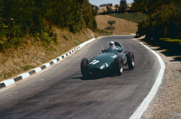 Pescara, Italy. 16-18 August 1957. Stuart Lewis-Evans, Vanwall VW1, 5th position. Ref: 57PES13. World Copyright - LAT Photographic