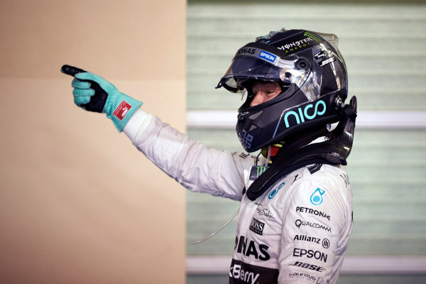 Yas Marina Circuit, Abu Dhabi, United Arab Emirates. Saturday 28 November 2015. Nico Rosberg, Mercedes AMG, celebrates pole in Parc Ferme. World Copyright: Steve Etherington/LAT Photographic ref: Digital Image SNE25969