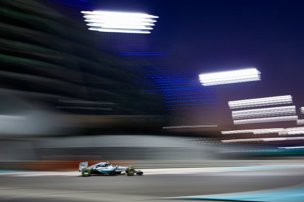 Yas Marina Circuit, Abu Dhabi, United Arab Emirates. Sunday 29 November 2015. Nico Rosberg, Mercedes F1 W06 Hybrid. World Copyright: Steve Etherington/LAT Photographic ref: Digital Image SNE26400