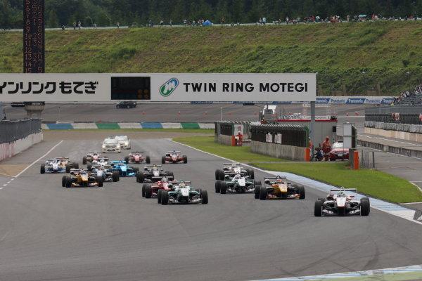 2015 Japanese Formula 3 Championship. Motegi, Japan. 22nd - 23rd August 2015. Rd 14 & 15.. Start of the race, action.  World Copyright: Yasushi IshiharaLAT Photographic. Ref: 2015JF3_Rd14&15_001
