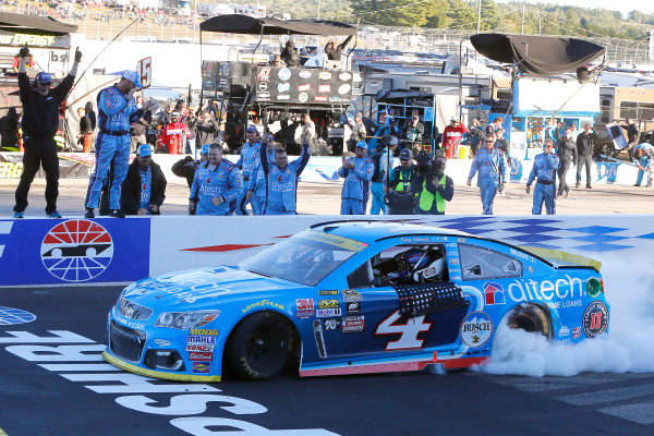 23-25 September, 2016, Loudon, New Hampshire USA Kevin Harvick celebrates his win with a burnout ?2016, Russell LaBounty LAT Photo USA