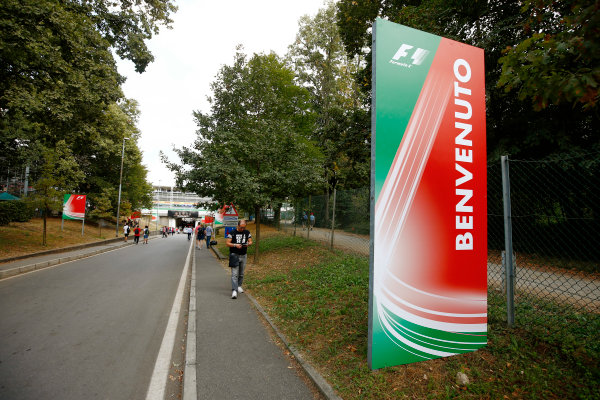 Autodromo Nazionale di Monza, Italy. Friday 01 September 2017. Welcome signs at the circuit entrance. World Copyright: Andy Hone/LAT Images  ref: Digital Image _ONZ1843
