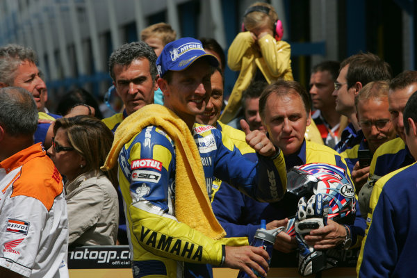 TT Circuit Assen, Netherlands. 28th June 2008.MotoGP Race.Colin Edwards Tech 3 Yamaha celebrates his 3rd place with the team.World Copyright: Martin Heath / LAT Photographicref: Digital Image Only