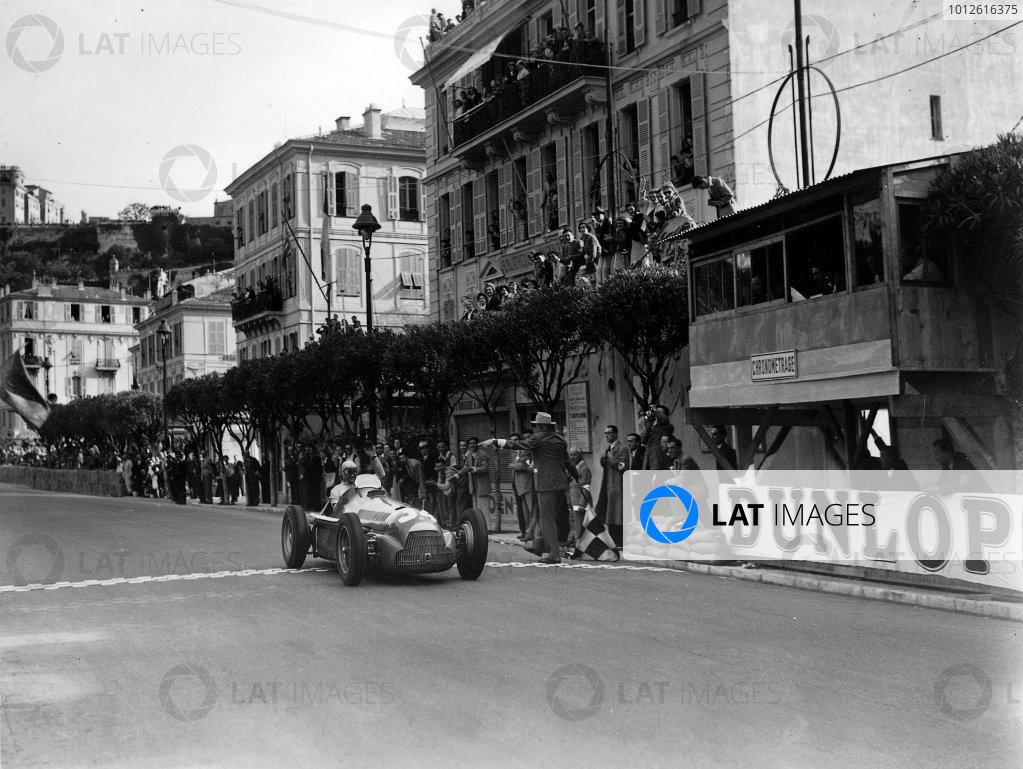Monte Carlo, Monaco.18-21 May 1950. Juan Manuel Fangio (Alfa Romeo 158), 1st position.World Copyright - LAT Photographic