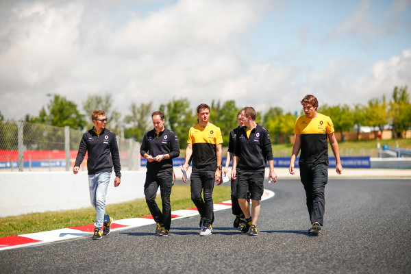 Circuit de Catalunya, Barcelona, Spain. Thursday 11 May 2017. Jolyon Palmer, Renault Sport F1, and Sergey Sirotkin, test and development driver, Renault, conduct a track walk with colleagues. World Copyright: Andy Hone/LAT Images ref: Digital Image _ONY3016