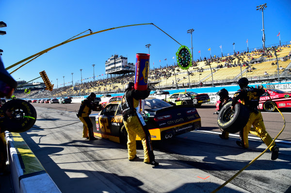 NASCAR XFINITY Series Ticket Galaxy 200 Phoenix Raceway, Avondale, AZ USA Saturday 11 November 2017 Brendan Gaughan, South Point Hotel & Casino Chevrolet Camaro makes a pit stop, Sunoco World Copyright: Logan Whitton LAT Images