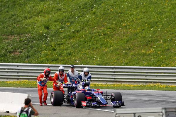 Red Bull Ring, Spielberg, Austria. Saturday 08 July 2017. Marshals push the broken Carlos Sainz Jr Toro Rosso STR12 Renault in FP3. World Copyright: Glenn Dunbar/LAT Images ref: Digital Image _31I5695