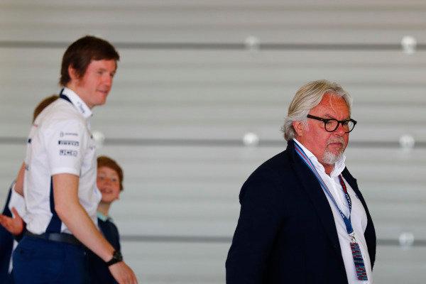 Williams 40 Event Silverstone, Northants, UK Friday 2 June 2017. Keke Rosberg and Rob Smedley, Head of Vehicle Performance, Williams Martini Racing.  World Copyright: Sam Bloxham/LAT Images ref: Digital Image _J6I6709