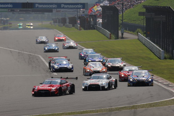 The GT500 start. The NISMO Nissan GT-R Nismo GT500 of Tsugio Matsuda and Ronnie Quintarelli leads the pack from the NDDP Racing B-Max Nissan GT-R Nismo GT500 of Frederic Makowiecki and Kohei Hirate