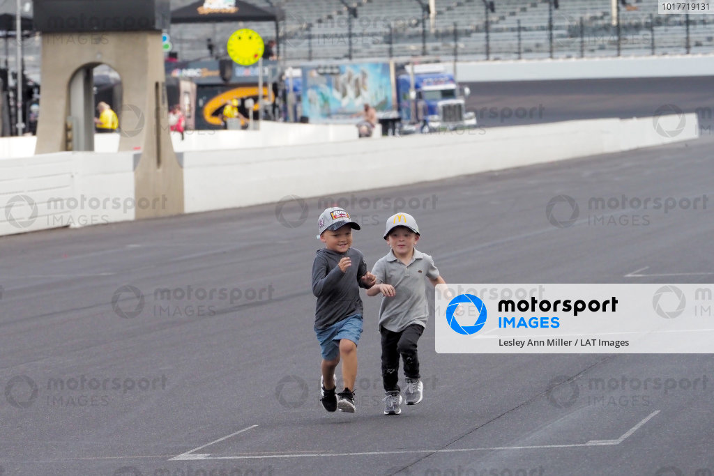 Cash Bowyer and Owen Larson battle in a foot race.
