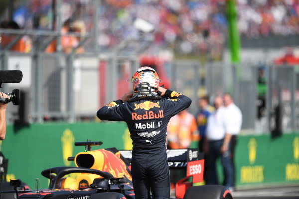 Pole Sitter Max Verstappen, Red Bull Racing in Parc Ferme
