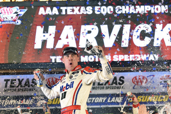 #4: Kevin Harvick, Stewart-Haas Racing, Ford Fusion Mobil 1 celebrates his win in Victory Lane
