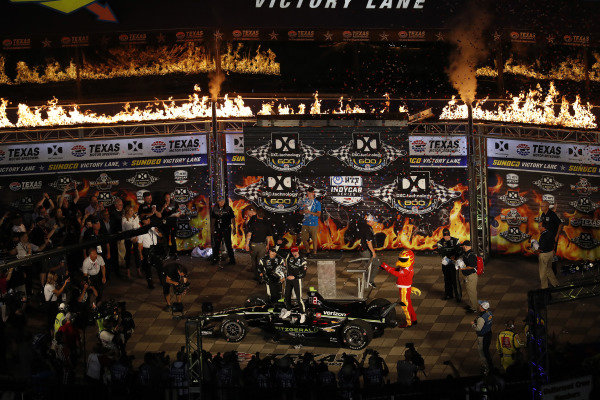 Josef Newgarden, Team Penske Chevrolet, podium, Victory Lane