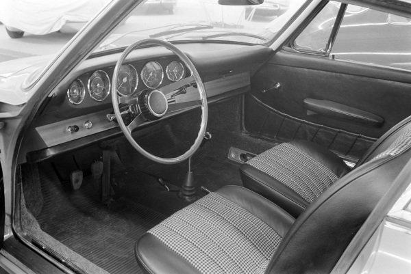 Porsche 904 interior